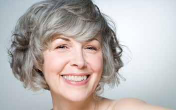 Έρευνα συνδέει τα γκρίζα μαλλιά με καρδιαγγειακά νοσήματα – Newsbeast 681f8d8dc72