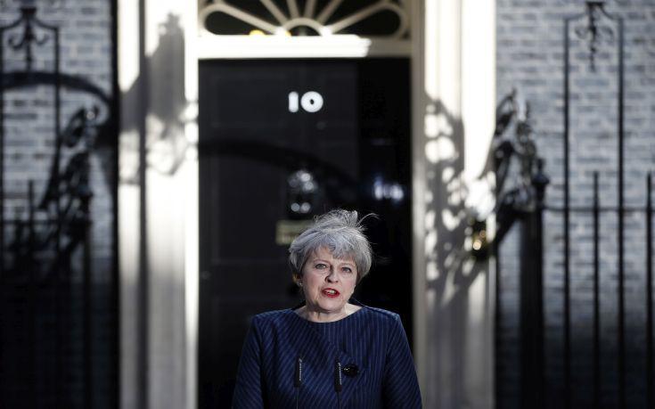 Από το βρετανικό κοινοβούλιο περνά σήμερα η πρόταση Μέι για πρόωρες εκλογές