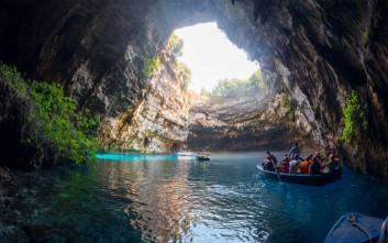 Γνωρίστε το εντυπωσιακό Λιμνοσπήλαιο Μελισσάνης στην Κεφαλονιά