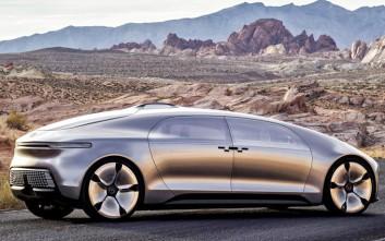 Η Mercedes υπόσχεται αυτοκινούμενα ταξί σε μόλις τρία χρόνια