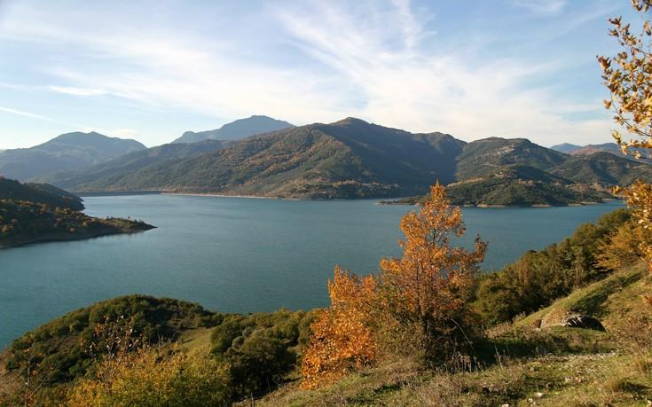 Λίμνη Μόρνου, το γαλήνιο τοπίο της Φωκίδας