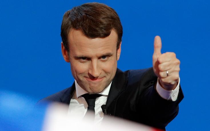 Μακρόν: Η Γαλλία βαδίζει προς ένα τριπολικό πολιτικό σύστημα
