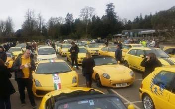Εκατοντάδες κίτρινα αυτοκίνητα κατέκλυσαν ένα χωριό για πολύ καλό λόγο