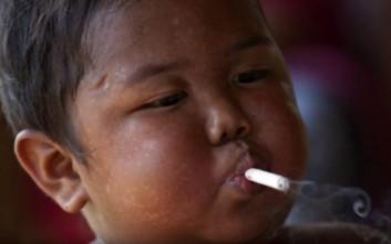 Η νέα ζωή του δίχρονου παιδιού που κάπνιζε 40 τσιγάρα τη μέρα