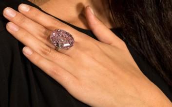 Ένα «Ροζ Αστέρι» σε τιμή ρεκόρ των 71 64fa9f8329f