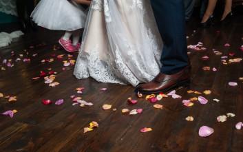 «Χρυσάφι» σε νύφη που τραυματίστηκε στη γαμήλια δεξίωση πατώντας λουλούδια