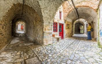 Μια βόλτα στα σοκάκια των ελληνικών νησιών