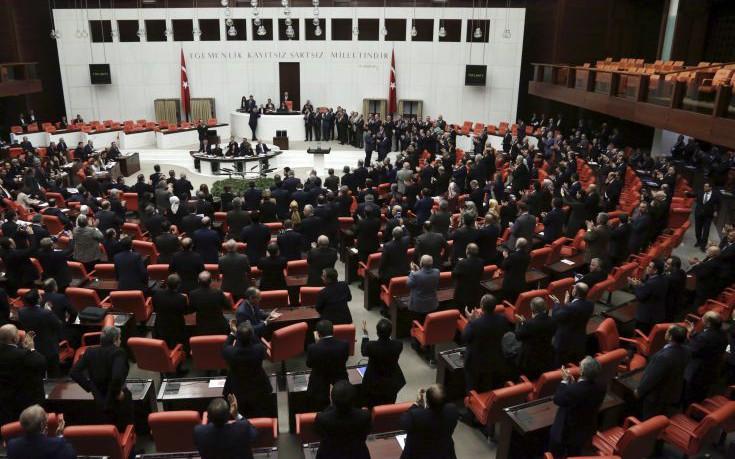 Τούρκος βουλευτής: Αν βγει το «όχι», θα σας ρίξουμε στη θάλασσα όπως τους Έλληνες το 1922
