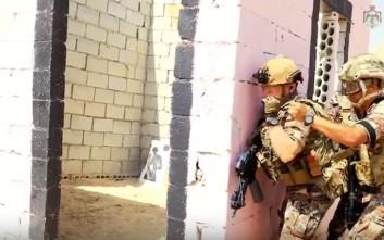 Ο βασιλιάς της Ιορδανίας συμμετέχει σε στρατιωτική άσκηση με πραγματικά πυρά