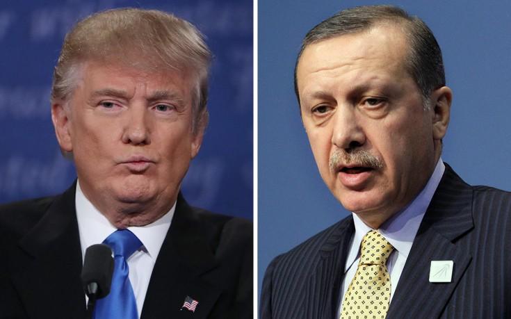 Ο Τραμπ «κλείνει το μάτι» στον Ερντογάν και τον αφήνει να κινηθεί ελεύθερα στην περιοχή