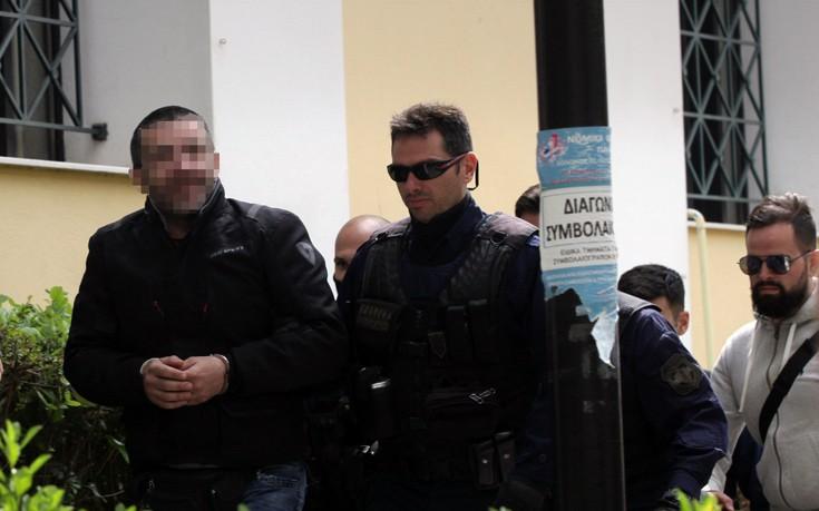 Ο Μιχαλολιάκος φέρεται να υπέγραψε την απόλυση του διωκόμενου υπαλλήλου