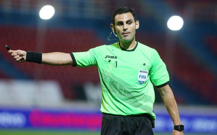 Ο Κομίνης ορίστηκε για το ΑΕΚ-Ολυμπιακός στο Κύπελλο