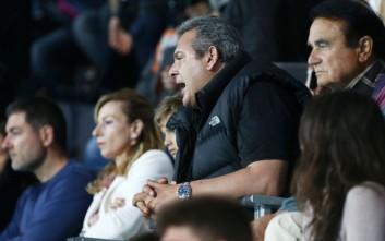 Ο Καμμένος απαντάει γιατί έκανε χειρονομία στους φιλάθλους του Ολυμπιακού