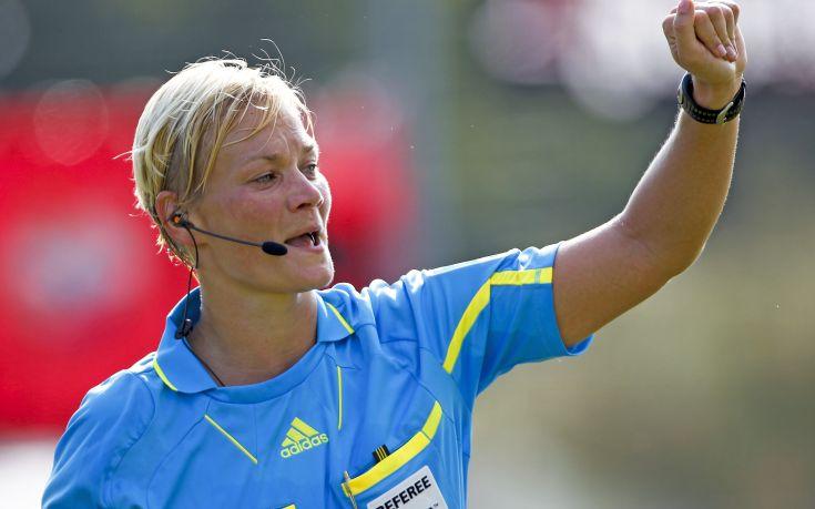 Η πρώτη γυναίκα διαιτητής στην Μπουντεσλίγκα!
