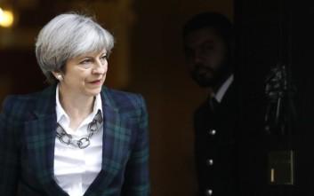 Σχέδιο ανατροπής της Τερέζα αν δεν κάνει σκληρό Brexit