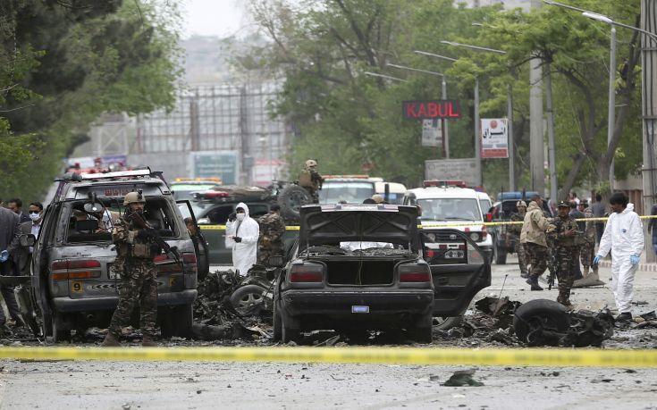 Πήγαιναν σε αρραβώνες και εκρηκτικός μηχανισμός έπληξε το όχημά τους