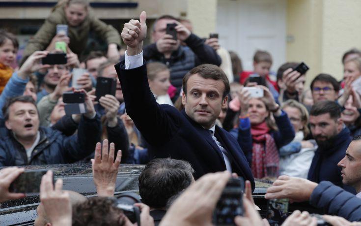 Σαρωτική η επικράτηση του Μακρόν που έγινε ο νεότερος Πρόεδρος της Γαλλίας