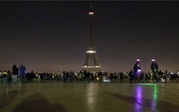 Ο Πύργος του Άιφελ θα σβήσει προς τιμήν του Ζακ Σιράκ