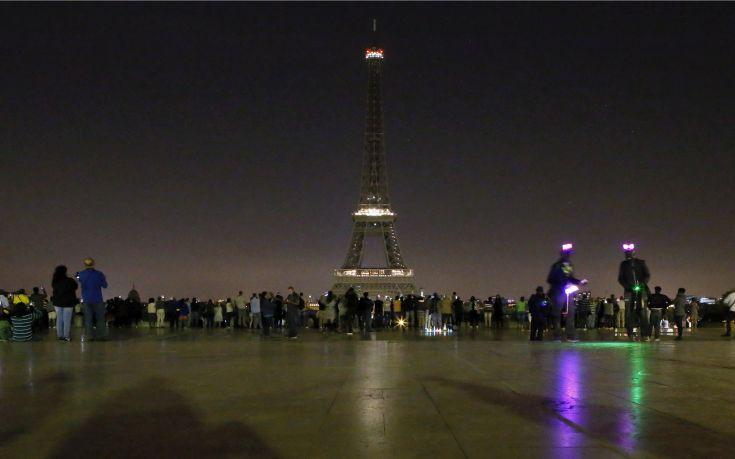 Σβηστός ο Πύργος του Άιφελ, σε ένδειξη συμπαράσταση στους Κόπτες της Αιγύπτου