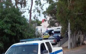Παραδόθηκε ο ένοπλος που είχε εισβάλει στον ΟΚΑΝΑ