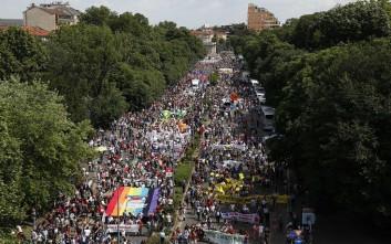Μαζική πορεία υπέρ της υποδοχής και της αλληλεγγύης προς τους μετανάστες, στο Μιλάνο