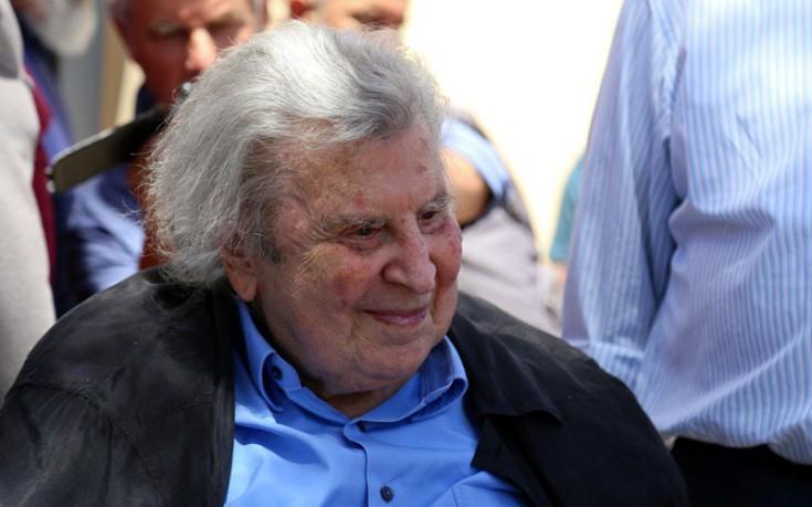 Μίκης Θεοδωράκης: Ο «κουτσός» Τσίπρας κυβερνά χάρη στον Ανδρέα Παπανδρέου