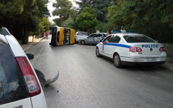 Ανατροπή σχολικού λεωφορείου στα Βριλήσσια