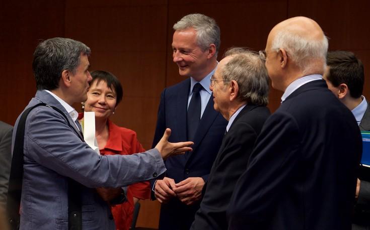 Οι «καυτοί» διάλογοι μέσα στο Eurogroup και η έκρηξη του Τσακαλώτου