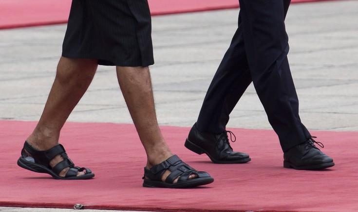 Ποιος πρωθυπουργός εμφανίστηκε με φούστα, σανδάλι και γραβάτα
