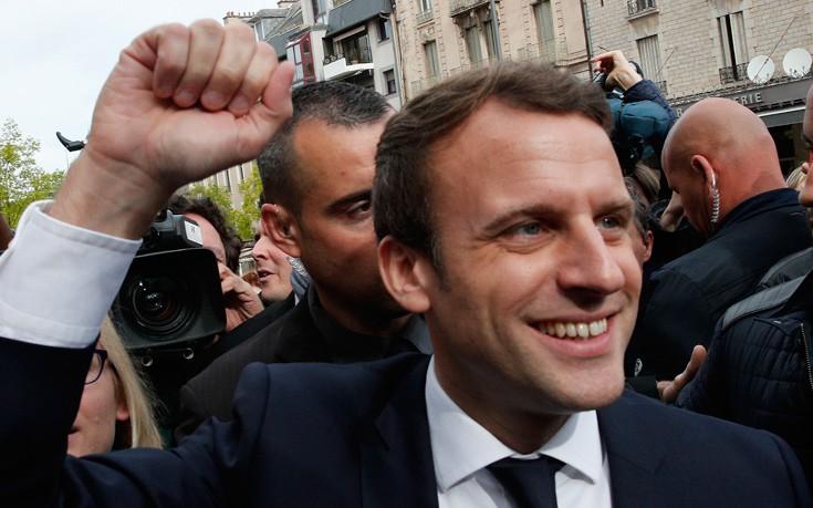 Προς κυβερνητική πλειοψηφία-ρεκόρ οδεύει το En Marche του Μακρόν