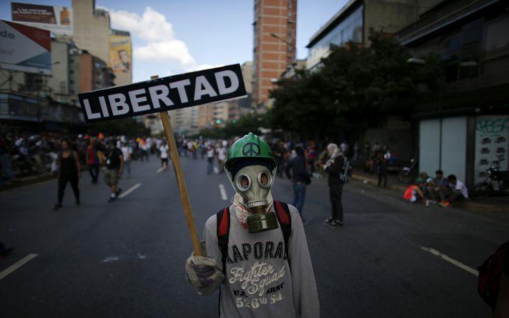 Κάλπες εν μέσω διαδηλώσεων στη Βενεζουέλα