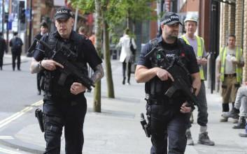 Έρευνες της αστυνομίας σε κτίριο σε περιοχή κοντά στο Μάντσεστερ