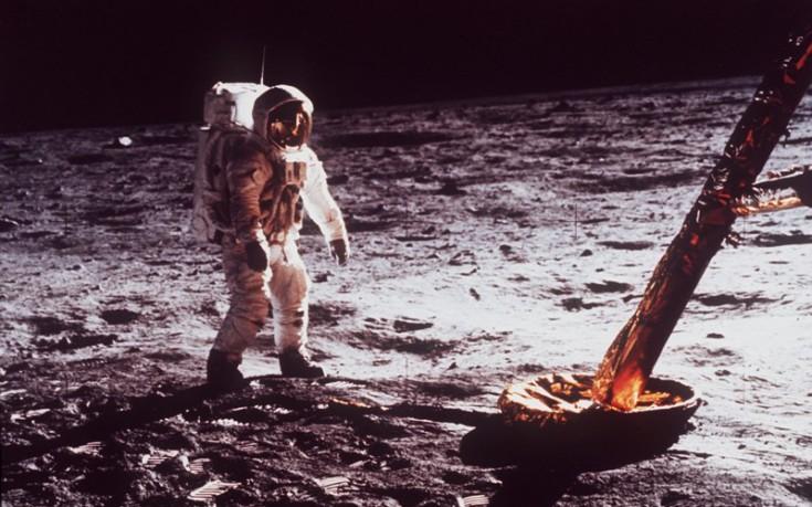 Σεληνιακή σκόνη από την αποστολή του Απόλλων 11 βγαίνει στο «σφυρί»