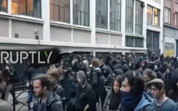 Ένταση μεταξύ διαδηλωτών και αστυνομικών στο Παρίσι