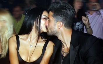 Καυτά φιλιά σε νυχτερινό κέντρο