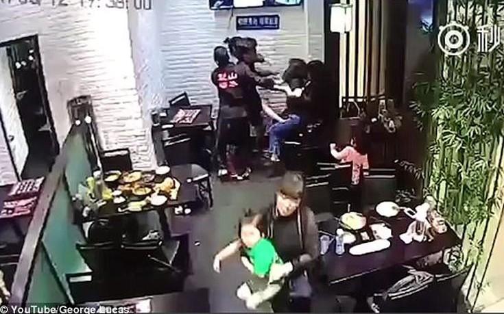 Κλώτσησε κοριτσάκι σε εστιατόριο γιατί της χαλούσε το ραντεβού
