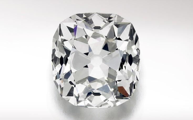Ο Τζίτερ βγαίνει με διαμάντι