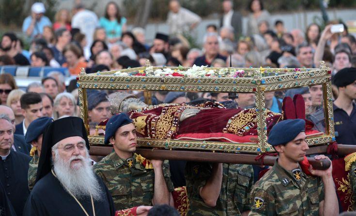 e7 Στην Αθήνα το σκήνωμα της Αγίας Ελένης - Λαϊκό προσκύνημα στο Αιγάλεω [εικόνες]