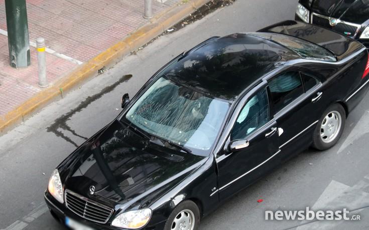 Εικόνες από το σημείο της έκρηξης στο αυτοκίνητο του Λουκά Παπαδήμου