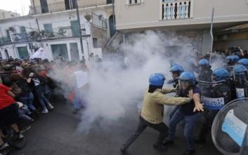 Συγκρούσεις αστυνομικών με διαδηλωτές στην πορεία των «αντί G7»