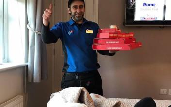 Να πώς μπορείς να κάνεις μια πίτσα να σου παραδοθεί… στο κρεβάτι