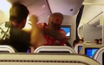 Οργισμένος ταξιδιώτης γρονθοκοπεί επιβάτη μέσα σε αεροσκάφος