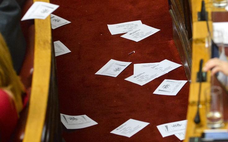 Επεισόδιο με μέλη της ΛΑΕ στη Βουλή