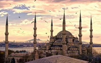 Οι Τούρκοι στηρίζουν τον Ερντογάν και κατηγορούν τις ΗΠΑ για την κρίση της λίρας