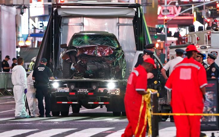 Τρεις άνθρωποι σε κρίσιμη κατάσταση μετά το δυστύχημα στην Times Square