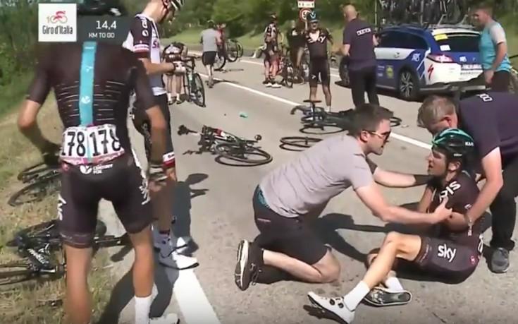 Μια μοτοσυκλέτα έφερε μεγάλο ατύχημα στον ποδηλατικό γύρο Ιταλίας
