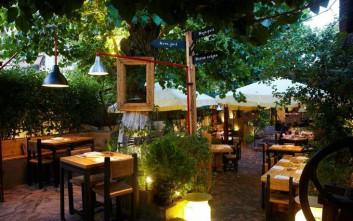 Γεύσεις με άποψη σε μια υπέροχη αυλή στο Γαλάτσι