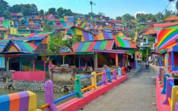 Το εντυπωσιακό χωριό-ουράνιο τόξο της Ινδονησίας