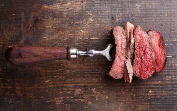Γιατί δεν πρέπει να τρυπάτε το κρέας με το πηρούνι