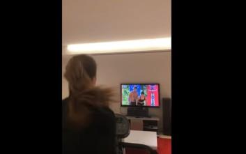 Η Ειρήνη Παπαδοπούλου κάνει γυμναστική και βλέπει Survivor